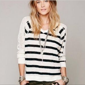 Free People We The Free Fluffy Lou V Neck sz Small